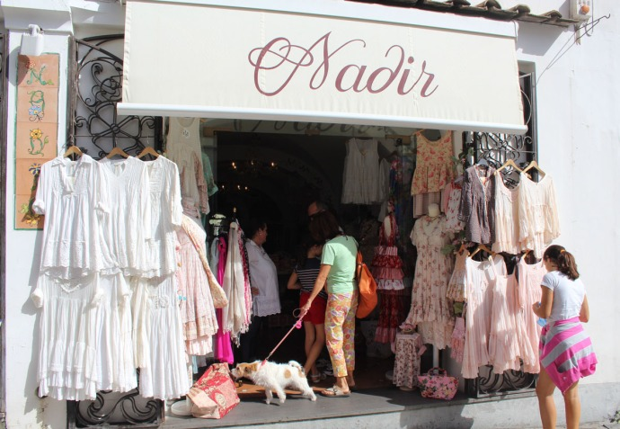 Positano Nadir clothing shop, dog shopper