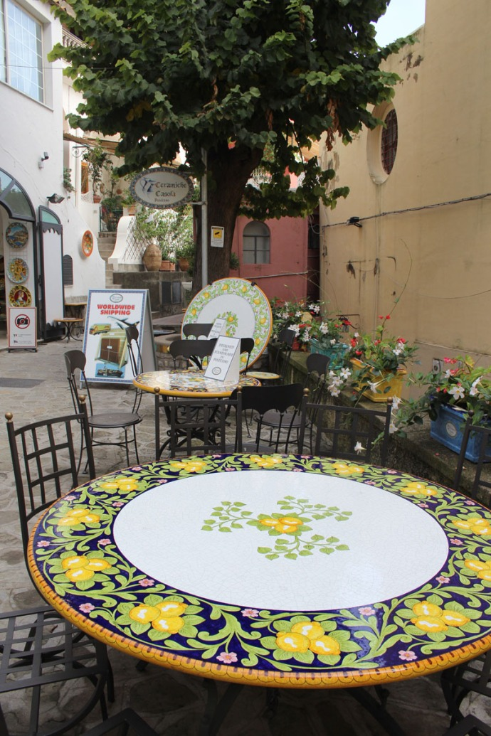 Positano painted round table