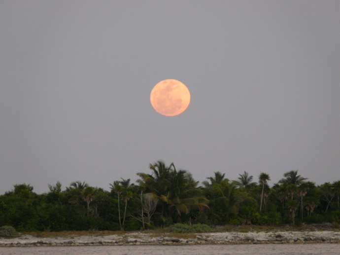Nah Uxibal, Soliman Bay full moon rising