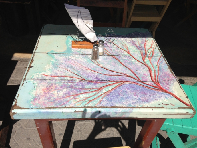 La Nave painted table