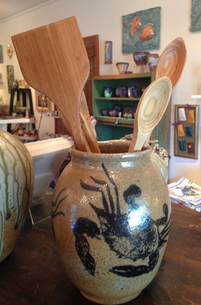 Avon, Kinakeet Clayworks crab vase, utensils