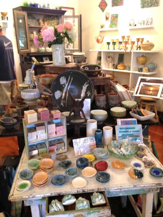 Avon, Kinakeet Clayworks spoon rests table