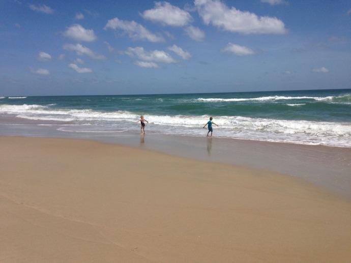 Frisco, children on beach