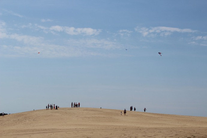 Jockey Ridge, people on hill