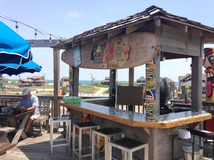 Nags Head, Mulligan's tiki bar