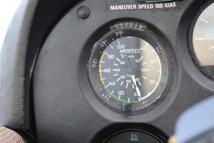 Hatteras airspeed gauge
