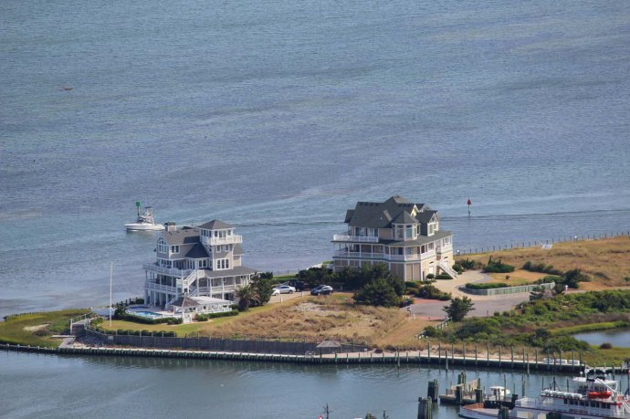 Hatteras ferry dock, 2 giant houses