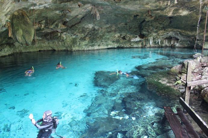 Dos Ojos diver and snorkelers