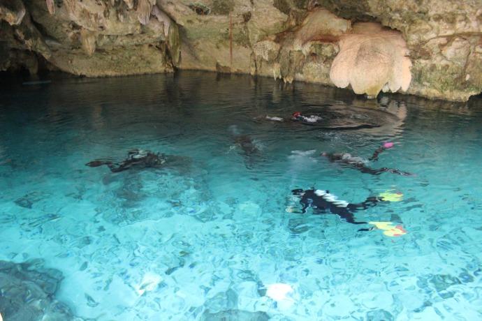 Dos Ojos divers underwater