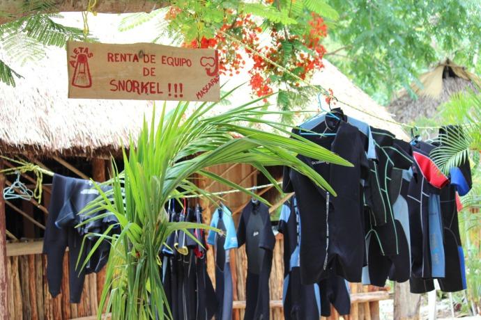 Dos Ojos wetsuit rental
