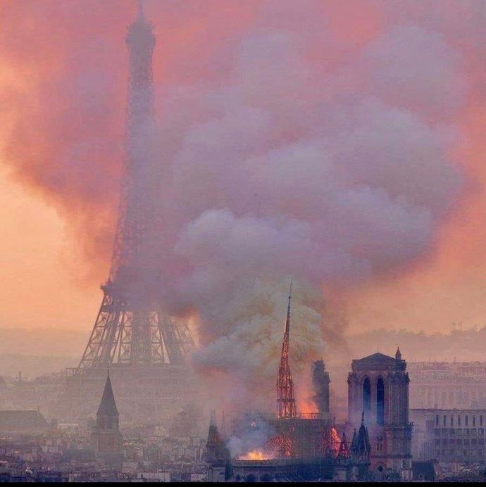 Notre Dame burning, eiffel bkg